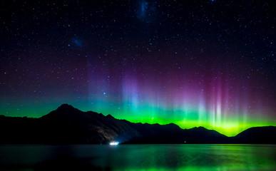 Beautiful Aurora Australis and milky way over Lake Wakatipu, Kinloch, New Zealand South Island Fototapete