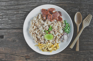 Obraz Thai food - Kao Cluk Ka Pi (Mixed Cooked Rice with Shrimp Paste Sauce) - fototapety do salonu