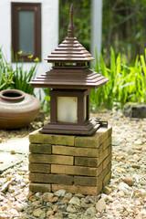 Japanische Zem Lampe im Garten