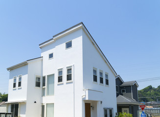 北側斜線制限を活かしたデザイン住宅 イメージ 青空