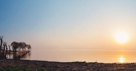 美しい琵琶湖の夕景