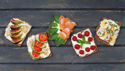 gesundes Frühstück mit Brot