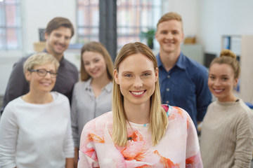 junges team am arbeitsplatz
