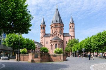 Dom St. Martin in Mainz bei blauen Himmel Wolken Fototapete