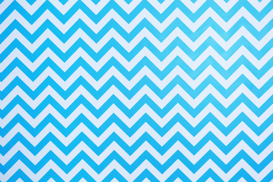 Zig-zag pattern in white and blue colors