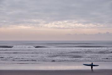 海と波とサーファー