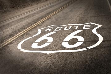 Papiers peints Route 66 Vintage Route 66 Sign on Road Pavement