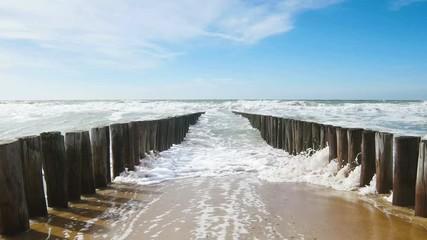 Wall Mural - Wellenbrecher am Meer, 4k