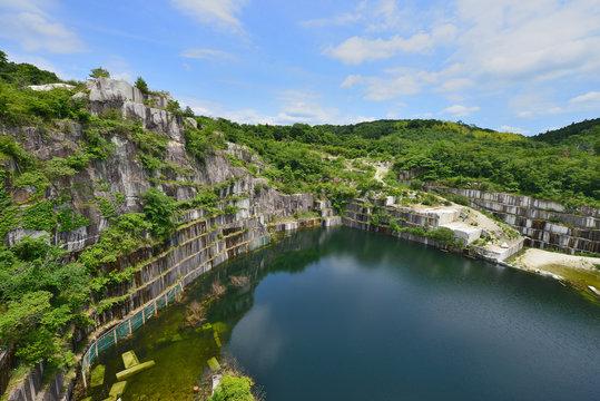 石切山脈 茨城県笠間市の稲田石採石場の絶景