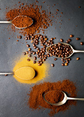 Kawa ziarnista,mielona,instant na ciemnym tle