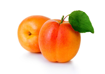 Spoed Fotobehang Vruchten Ripe apricot fruits with green leaf isolated on white