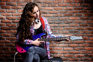 singing with electric guitar