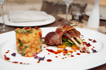 Grilled rack of lamb with potatoes and vegetables