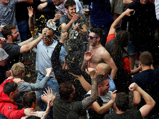 English fans celebrate with beer in Lille - Euro 2016