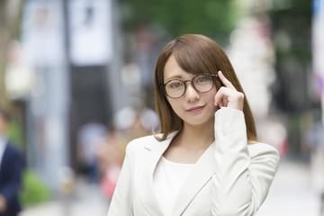 眼鏡のビジネスウーマン イメージ 東京青山 表参道
