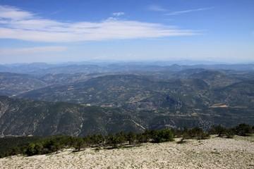 vue sur les monts du Vaucluse et du Luberon depuis le Mont Ventoux