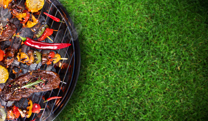 Photo Stands Grill / Barbecue Barbecue grill with beef steaks, close-up.