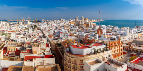 Fototapete - Aerial panoramic view of the old city rooftops and Cathedral de Santa Cruz in the morning from tower Tavira in Cadiz, Andalusia, Spain