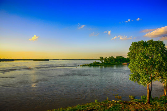 Greenville, MS, UThe great Mississippi River seen from the Warfield Point MS, USA Park riverbank in Greenville MS
