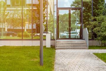 Fassade Eingang Gebäude  Fenster