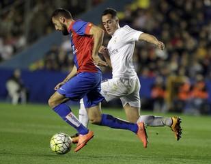 Football Soccer - Levante v Real Madrid - Spanish Liga - Ciudad de Valencia Stadium, Valencia