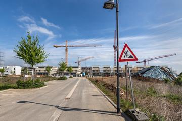 Straße im Neubaugebiet Baustelle Schild