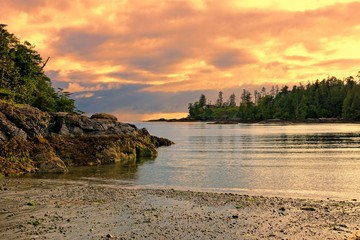 Foto auf Leinwand Kuste Sunset along the coast of Pacific Rim National Park, Vancouver Island, BC, Canada