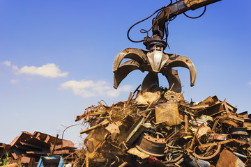 Big crane dropped scrap on pile