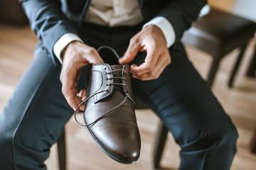 man tying shoes