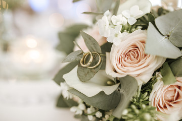 rings in bouquet
