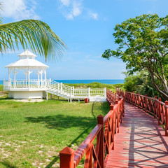 Fototapete - Wooden walkway leading to the shore at Varadero beach in Cuba