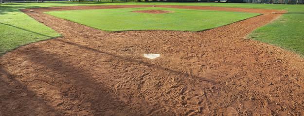 Ingelijste posters Cultuur Youth baseball field viewed from behind home plate