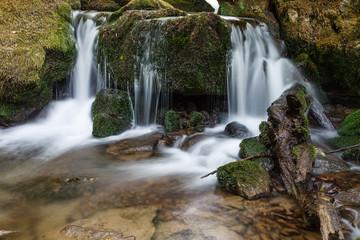 Cascadas en el Arroyo Valdecuevas. Cabornera, León, España.