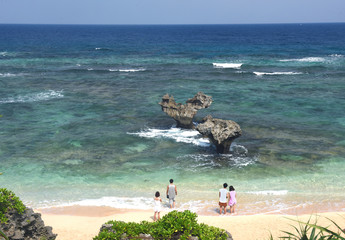 沖縄古宇利島のハートロックはロマンチック