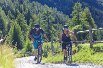 gemeinsame Auffahrt mit dem Mountainbike
