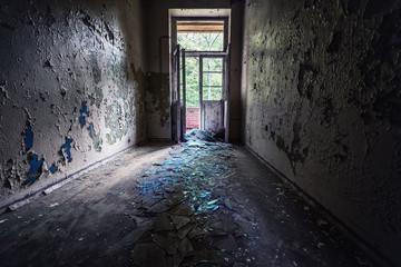 Glassplitter an einem Lost Place