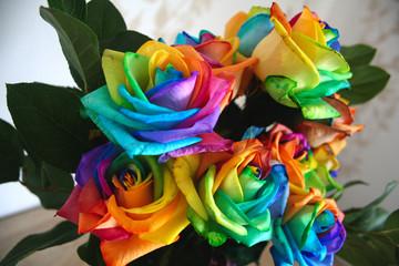 der regenbogen regenblumen regenbogenrosen strauß