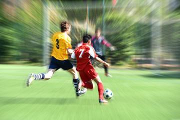 joueurs de football en pleine action
