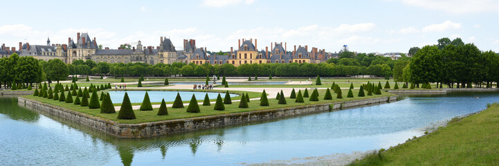 photo panoramique du jardin du chateau de fontainebleau