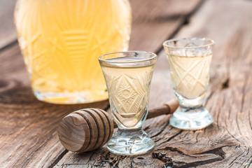 Tasty liqueur made of honey in summer Fototapete