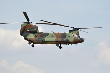 Helicóptero de transporte táctico Chinook