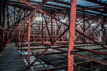 Großer Speicher / Dachstuhl in einer verlassenen Brauerei