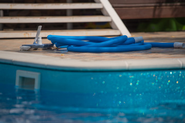 Equipment for cleaning swimming pools