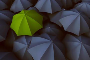 Grüner Regenschirm zwischen vielen grauen Regenschirmen