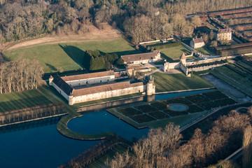 Vue aérienne du château de Villarceaux en France