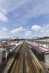 越後中里駅と雪山の風景