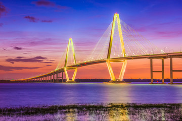 Zelfklevend Fotobehang Brug Charleston, South Carolina, USA Bridge over the Cooper River.
