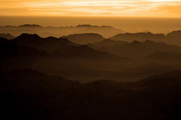Panoramy skały święta ziemia Góra Synaj na wschodzie słońca, Egipt