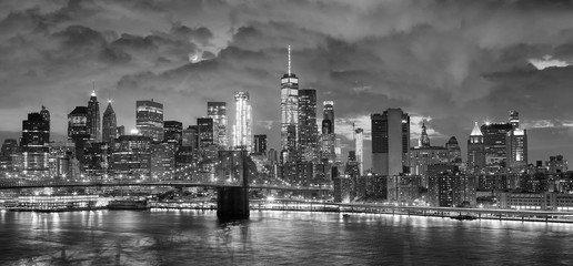 Black and white panoramic picture of New York City at night.