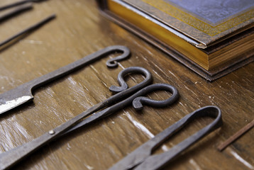 Leather tanning tool